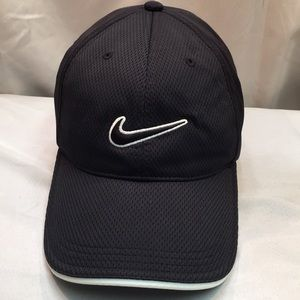Black and white Nike cap/hat